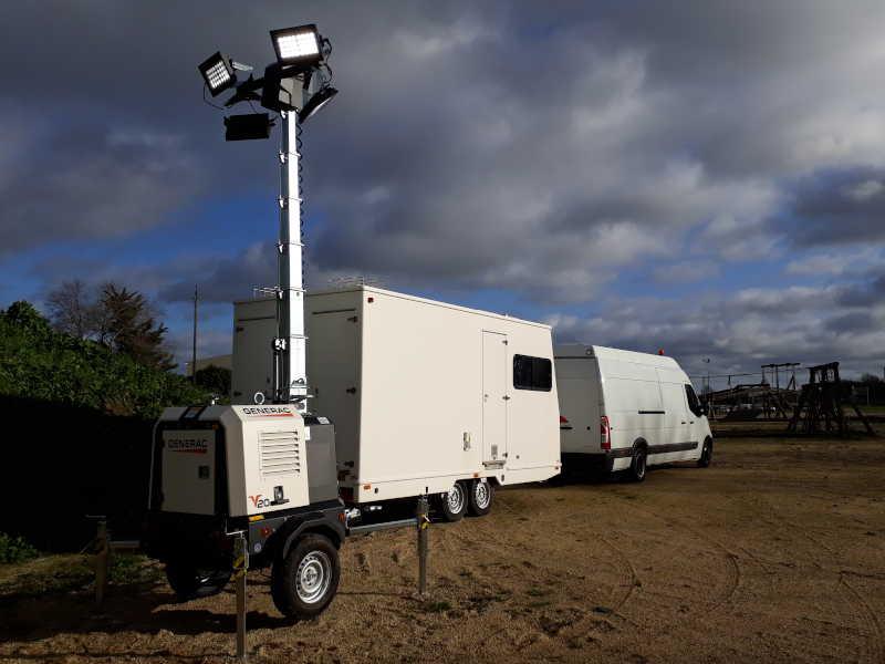 Location matériel d'éclairage tractable et bases vie pour pour chantiers mobiles