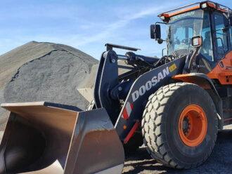 DOOSAN DL300 Chargeuse sur pneus 16-18 tonnes