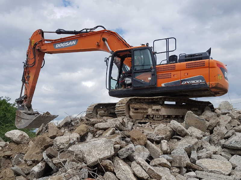 DOOSAN DX300 Pelle sur chenilles 3032 tonnes